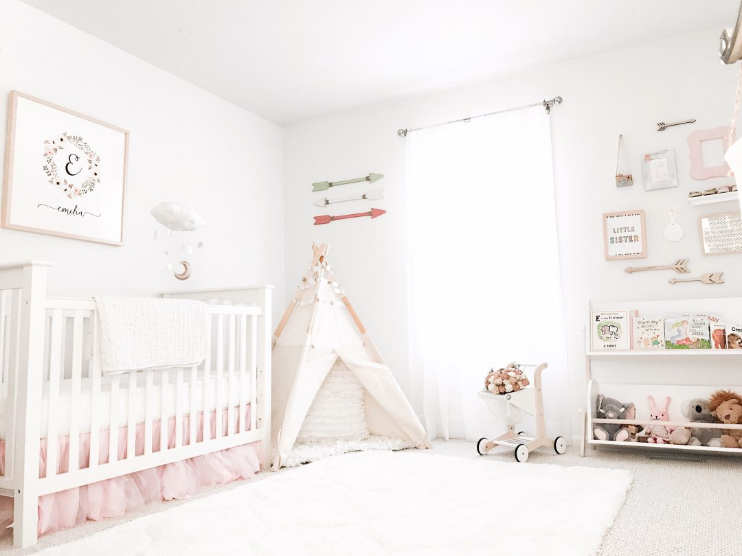 This lovely life boho chic stars moon nursery reveal for Chic baby nursery ideas